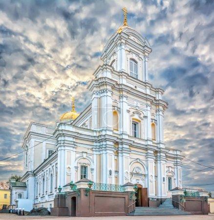 Photo pour Cathédrale orthodoxe du moyen âge au centre de la ville de Lutsk. Ukraine. - image libre de droit