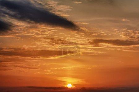Photo pour Ciel avec nuages au coucher du soleil. - image libre de droit