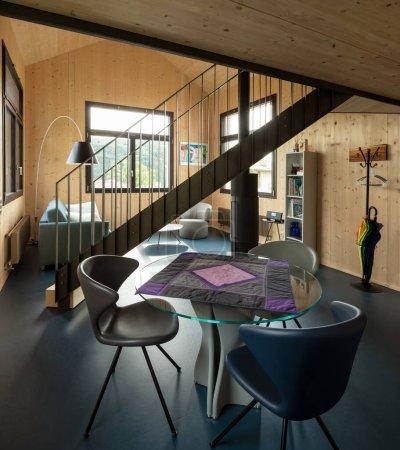 Photo pour Chalet intérieur, petit appartement en Suisse. - image libre de droit