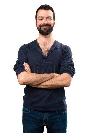 Photo pour Un bel homme barbu les bras croisés - image libre de droit