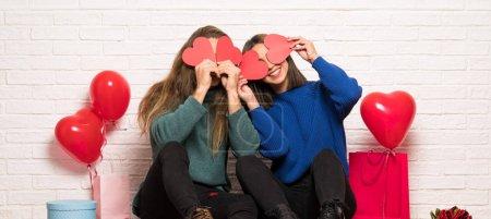 Foto de Pareja en San Valentín con un símbolo de corazón - Imagen libre de derechos