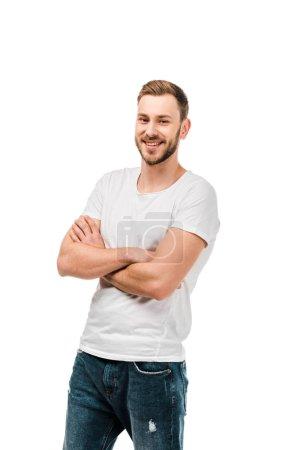 Photo pour Beau jeune homme heureux debout avec les bras croisés et souriant à la caméra isolé sur blanc - image libre de droit