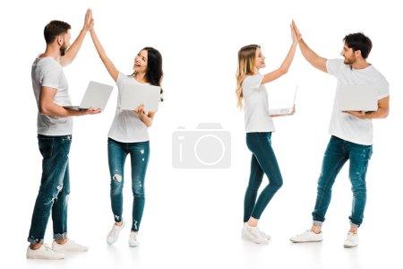 Foto de Felices parejas sosteniendo portátiles y dar alta cinco aislado en blanco - Imagen libre de derechos