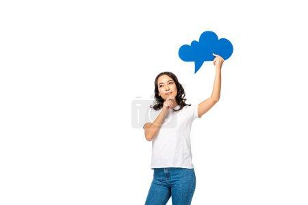 Photo pour Sourire rêveuse asiat avec bulle de pensée vide au-dessus de tête, toucher le menton à la main isolé sur blanc - image libre de droit