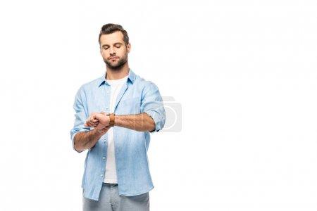 Photo pour Homme sérieux regardant la montre isolated sur l'espace blanc de copie de wih - image libre de droit