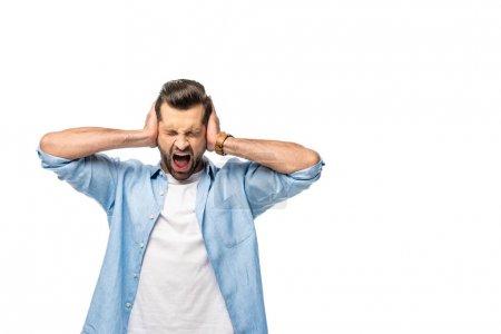 Photo pour Hurlant homme couvrant les oreilles avec les mains isolé sur blanc avec espace de copie - image libre de droit