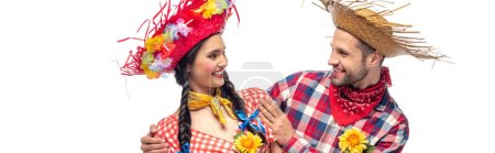 Photo pour Tir panoramique de l'homme et de la jeune femme dans des vêtements festifs avec des tournesols isolés sur le blanc - image libre de droit
