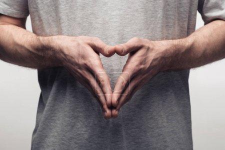 Photo pour Vue partielle de l'homme affichant le geste de clocher tout en utilisant le langage corporel isolé sur le concept gris, d'émotion humaine et d'expression - image libre de droit