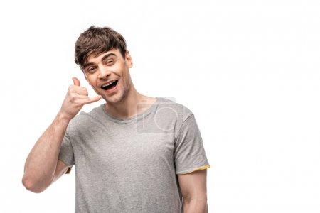 Foto de Joven alegre que muestra deja beber gesto mientras sonríe a la cámara aislada en blanco - Imagen libre de derechos