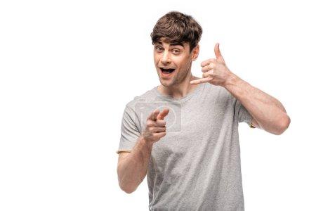 Photo pour Beau jeune homme affichant laisse boire le geste et pointant avec le doigt à l'appareil-photo isolé sur le blanc - image libre de droit