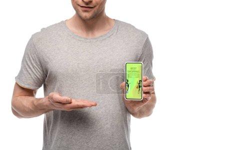 Photo pour Vue recadrée de l'homme présentant le smartphone avec la meilleure application d'achats, d'isolement sur le blanc - image libre de droit