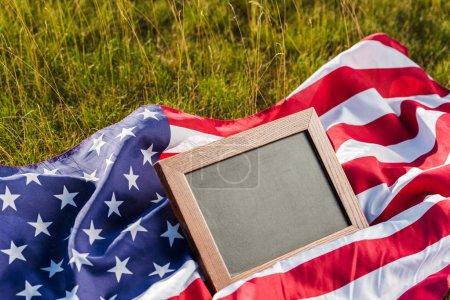 Photo pour Tableau vide sur le drapeau américain avec des étoiles et des rayures - image libre de droit