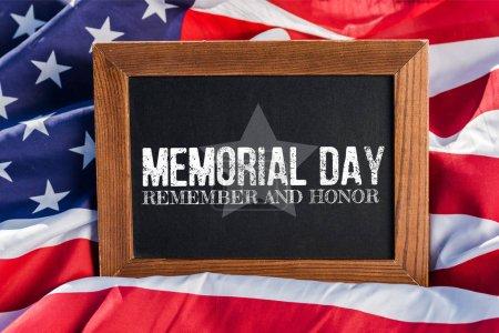 Photo pour Tableau avec le jour commémoratif, rappelez-vous et honorez l'illustration sur le drapeau américain avec des étoiles et des rayures - image libre de droit