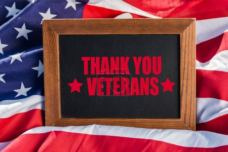 Photo pour Chalkboard  with thank you veterans illustration on american flag with stars and stripes - image libre de droit