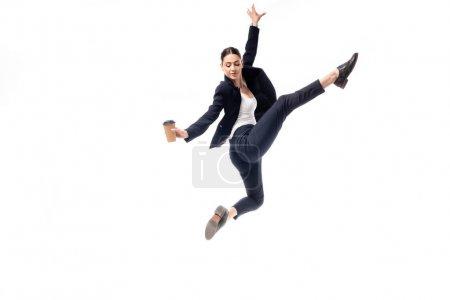 Photo pour Gracieuse femme d'affaires dansant tout en tenant tasse en papier isolé sur blanc - image libre de droit