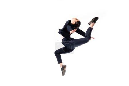 Photo pour Gracieuse femme d'affaires en tenue formelle sautant dans la danse isolé sur blanc - image libre de droit
