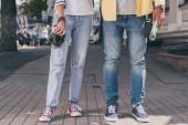 """Постер, картина, фотообои """"Частичный вид туристов в джинсах с цифровой камерой и картой"""""""