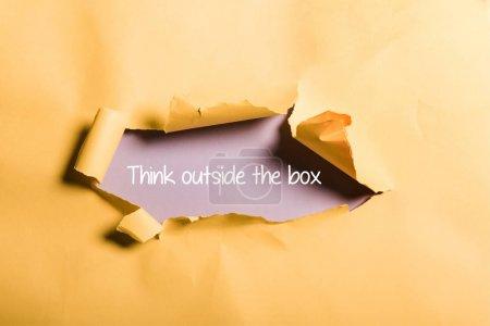 Photo pour Papier en lambeaux avec penser à l'extérieur boîte de lettrage et bords roulés sur orange - image libre de droit