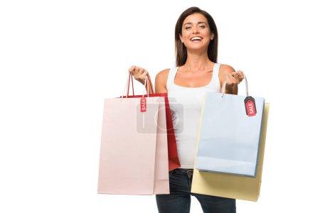 Photo pour Belle femme tenant des sacs avec des enseignes de vente, isolée sur blanc - image libre de droit