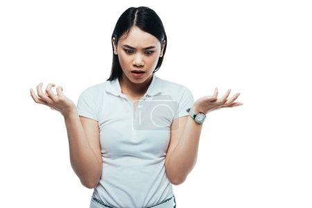 Photo pour Choqué attrayant asiatique fille montrant haussement d'épaules geste isolé sur blanc - image libre de droit