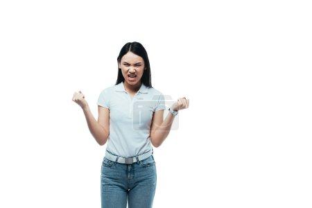 Photo pour Fille asiatique en colère montrant des dents et des poings isolés sur blanc - image libre de droit
