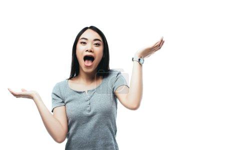 Photo pour Excité asiatique fille geste avec ouvert bouche isolé sur blanc - image libre de droit