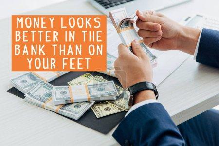 Photo pour La vue en rafale d'un homme d'affaires qui compte de l'argent au bureau avec de l'argent a plus d'allure à la banque qu'au pied - image libre de droit