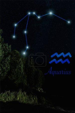 Photo pour Paysage sombre avec ciel étoilé nocturne et constellation d'Aquarius - image libre de droit