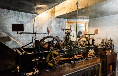 Photo pour Mécanisme d'horloge de la tour de l'horloge de l'hôtel de ville - image libre de droit