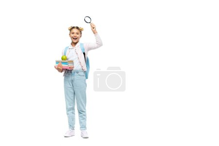 Schulmädchen mit Büchern, Apfel und Lupe auf weißem Hintergrund