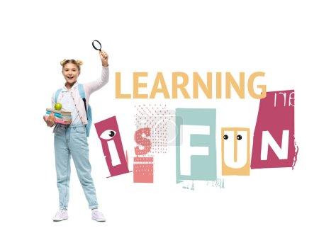 Photo pour Écolière tenant des livres, pomme et loupe près d'apprendre est lettrage amusant sur fond blanc - image libre de droit