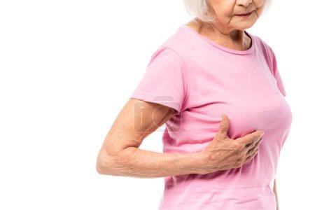 Photo pour Vue recadrée d'une femme âgée touchant un sein isolé sur du blanc, concept de cancer du sein - image libre de droit