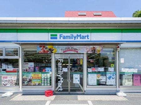 Photo pour Minami Gyotoku, Chiba - 29 MAI 2020 : FamilyMart (un mot) dépanneur est le troisième plus grand marché de 24 heures, après Seven Eleven et Lawson - image libre de droit