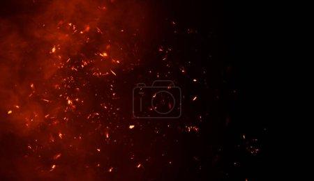 Photo pour Fumée avec feu braise particules texture superpositions. Effet de brûlure sur fond noir isolé . - image libre de droit