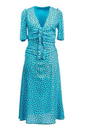 Photo pour Robe longue en soie avec manches courtes et un décolletage, fermée par une fermeture éclair, couleur bleue avec des coeurs écarlates, isolée sur un fond blanc . - image libre de droit
