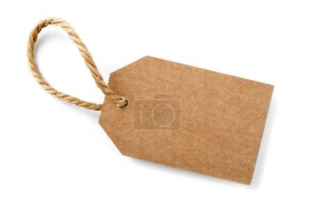 Photo pour Étiquette en carton brun avec cordon mince, isolée - image libre de droit