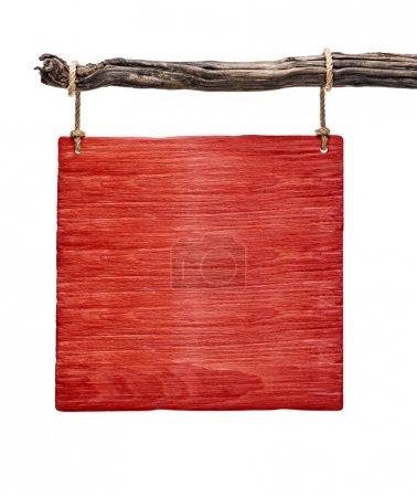 Photo pour Panneau carré en bois rouge accroché sur un brunch mort isolé - image libre de droit