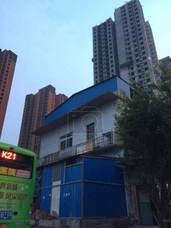 Photo pour Bâtiment moderne au centre-ville - image libre de droit