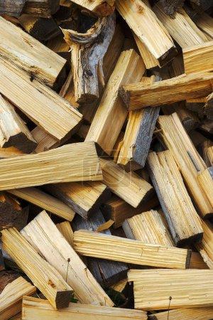 Photo pour Stacked wood logs, texture background - image libre de droit