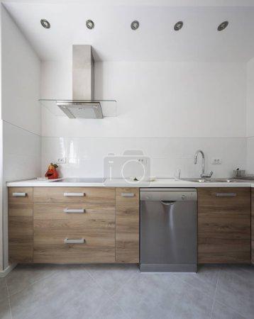 Photo pour Cuisine bois moderne de grand luxe avec comptoirs en granit - image libre de droit
