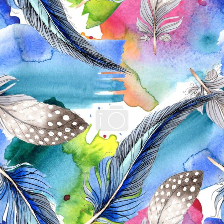 Foto de Pluma de pájaro azul y negro Acuarela del ala. Pluma de Aquarelle de fondo, textura, patrón de la envoltura. Acuarela dibujo patrón de fondo transparente de la moda. Textura impresión de papel pintado de tela. - Imagen libre de derechos