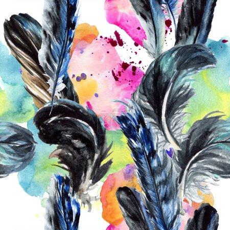 Plumas de pájaro azul y negro del ala. Conjunto de ilustración de fondo acuarela. Patrón de fondo sin costuras .
