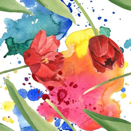 Photo pour Tulipes rouges avec des feuilles vertes et des déversements de peinture. Ensemble d'illustration d'aquarelle. Modèle de fond sans couture. - image libre de droit