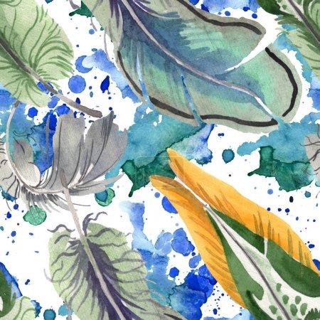 Foto de Plumas de aves acuarelas de alas aisladas. Pluma de acuarela para fondo, textura, patrón de envoltorio, marco o borde. Patrón de fondo sin costuras. Textura de impresión de fondo de pantalla de tela. - Imagen libre de derechos