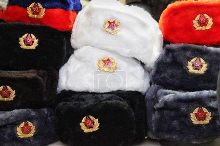 souvenir sombreros de invierno con orejeras de Rusia