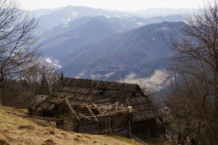 Photo pour Architecture traditionnelle du village de Kryvorivnya, Ukraine - image libre de droit
