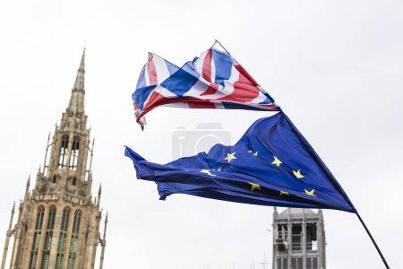 Photo pour Union européenne et Union britannique Jack battent pavillon ensemble . - image libre de droit