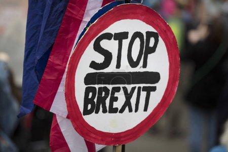 Photo pour Stop au Brexit lors d'une manifestation politique à Londres - image libre de droit