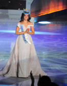Miss Mexico Vanessa Ponce de Leon reacts after being crowned the 68th Miss World during the finale of the Miss World Pageant 2018 in Sanya city, south China's Hainan province, 8 December 2018