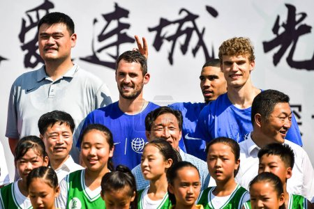 Слева китайский отставной